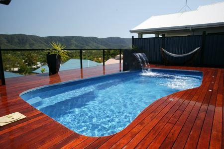 renové son teck piscine