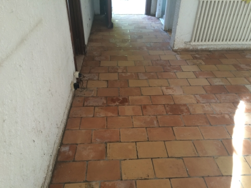 terre cuite ancienne abimée interieur